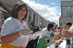 Kuchenausgabe Baunatal Stadtfest 2